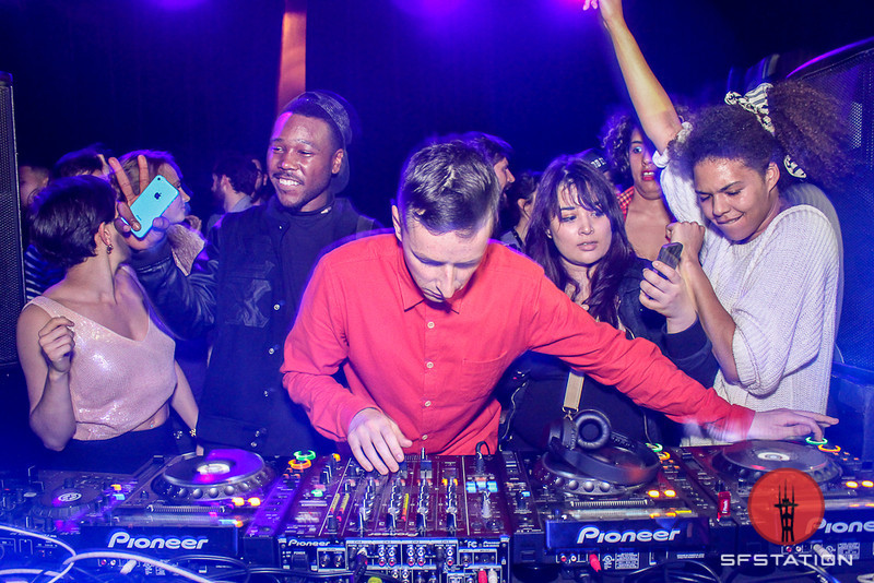 Photos: A Party With Totally Enormous Extinct Dinosaurs