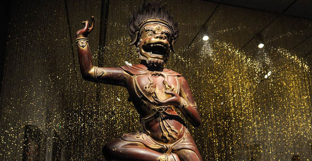 'Gorgeous' at Asian Art Museum Challenges the Conventions of Beauty